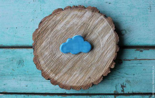 """Броши ручной работы. Ярмарка Мастеров - ручная работа. Купить Керамическая брошь """"Облачко"""" №1. Handmade. Голубой, брошь облако"""