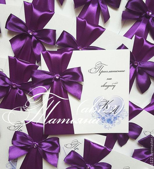 Свадебные аксессуары ручной работы. Ярмарка Мастеров - ручная работа. Купить Свадебное приглашение для свадьбы в фиолетовом цвете с бантом и сердеч. Handmade.