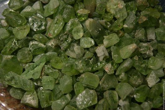 Минералы, друза ручной работы. Ярмарка Мастеров - ручная работа. Купить 10 шт - Хризолит кусочки, небольшие кристаллы. Handmade.