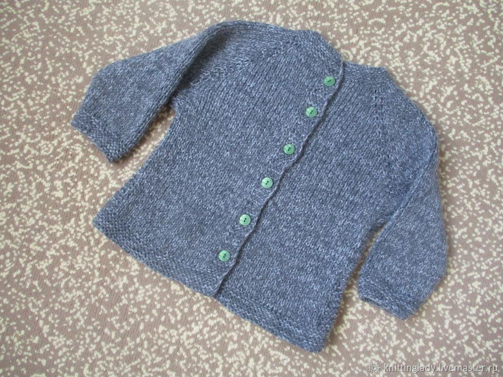 Вязаная кофта реглан с вышивкой Одуванчик и застежкой на спине