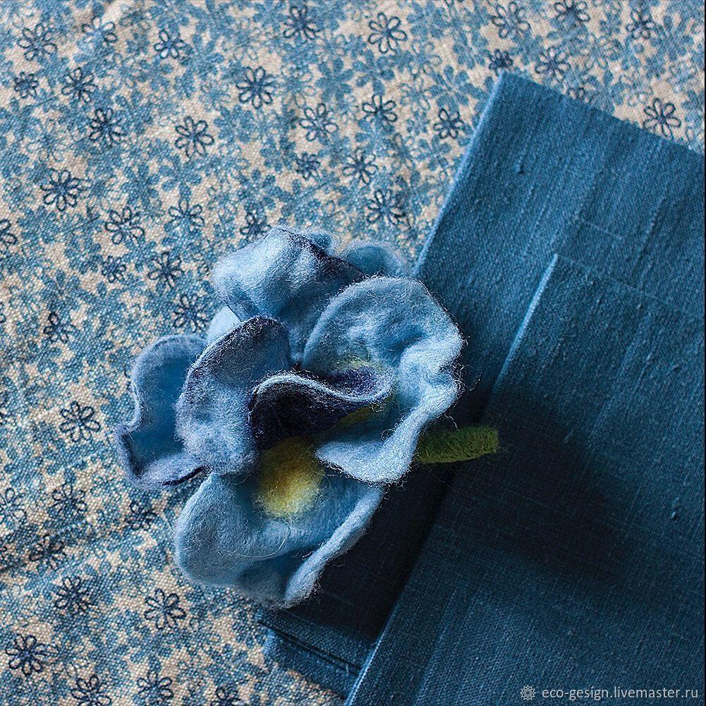 Льняные достоинства: структура волокон льна обладает грязеотталкивающими свойствами, не сдвигается и не морщится под столовыми приборами, всегда выглядит нарядно.