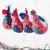"""Для дома и интерьера ручной работы. Ярмарка Мастеров - ручная работа Елочная игрушка- символ года """"ПЕТУШКИ"""" Набор Мелкий синий горох. Handmade."""