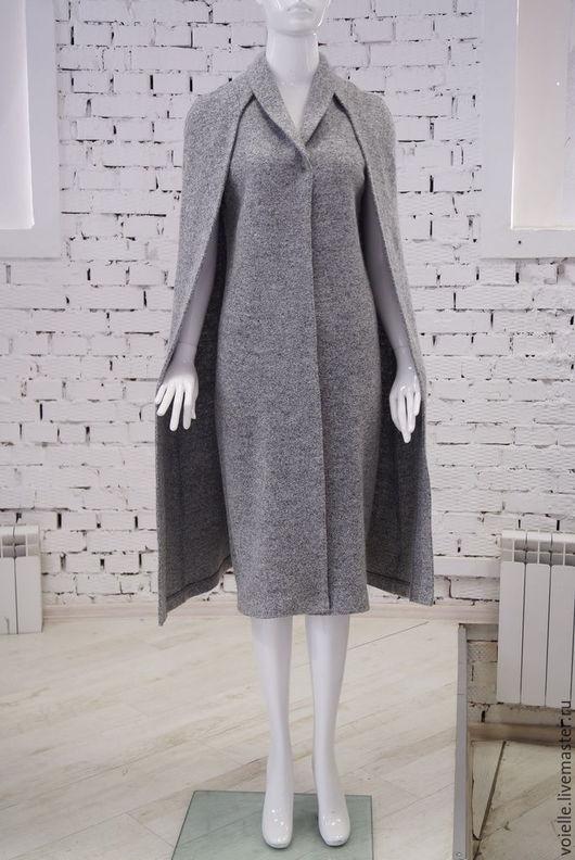Стильный кейп и пальто без рукавов на кнопках в одном комплекте. Вы можете носить жилетное пальто без рукавов отдельно и с накидкой. Два самых актуальных и модных изделия сезона 2016 года в одном!
