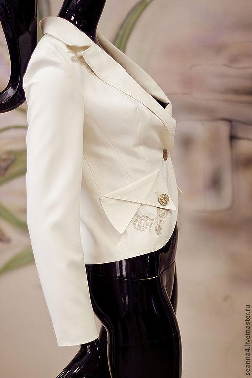 """Пиджаки, жакеты ручной работы. Ярмарка Мастеров - ручная работа. Купить Жакет """"Золото со сливками"""" белый с отделкой винтажным золотом. Handmade."""