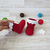 Работы для детей, handmade. Livemaster - original item Christmas boots booties crocheted Christmas baby booties red. Handmade.