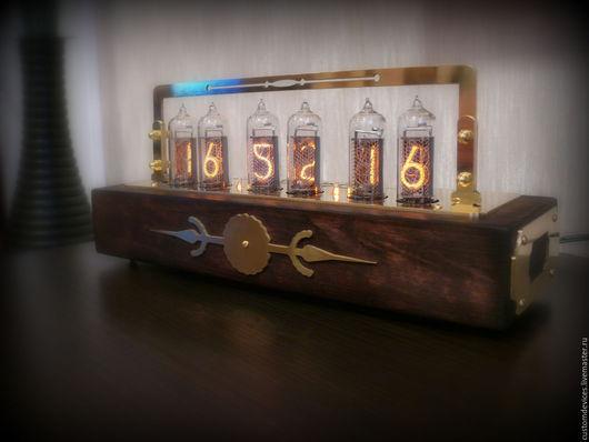 """Подарки для мужчин, ручной работы. Ярмарка Мастеров - ручная работа. Купить Ламповые часы """"Old style"""" (Ольха, цвет состаренный дуб, латунь). Handmade."""