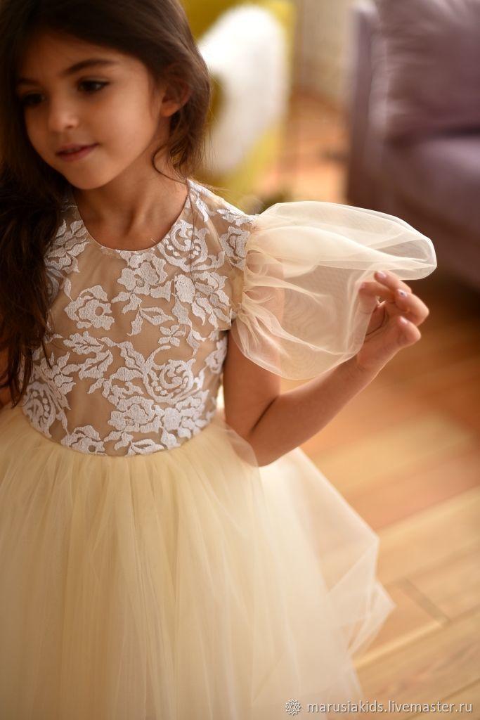Платье с крылышками и открытой спиной цвета айвори