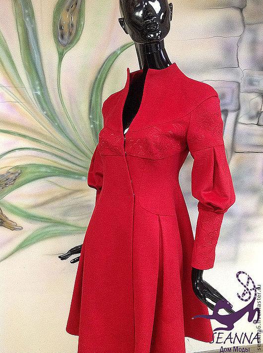 """Верхняя одежда ручной работы. Ярмарка Мастеров - ручная работа. Купить Пальто с вышивкой шелком """"Роскошный Красный"""" из кашемира. Handmade."""