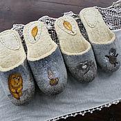 """Обувь ручной работы. Ярмарка Мастеров - ручная работа Тапочки  валяные, из овечьей шерсти, парные.""""Ёжик в тумане.На лавке"""". Handmade."""