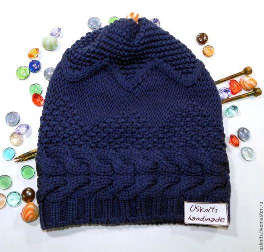 Вязаная шапка бини с косой  выполнена из мериносовой шерсти экстрафайн производства Италии.  Шапка очень мягкая, теплая и совсем не колючая.