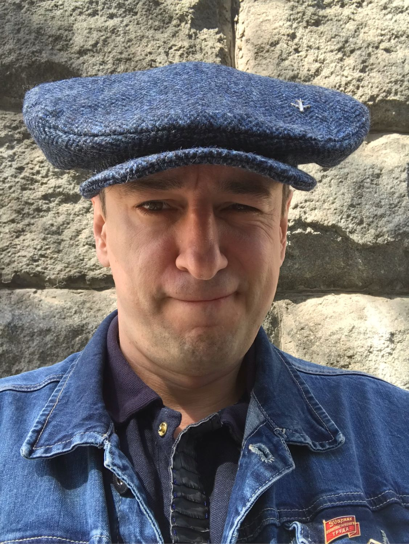 грузин в кепке фото готовый