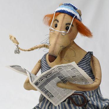 Куклы и игрушки ручной работы. Ярмарка Мастеров - ручная работа Крыса с газетой. Спортом интересуется и необходимый подарок. Handmade.