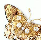 Украшения ручной работы. Ярмарка Мастеров - ручная работа Золотая брошь-бабочка, ручная вышивка пайетками, бисером, кристаллами.. Handmade.