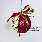 Подарки к праздникам ручной работы. Ярмарка Мастеров - ручная работа Новогодний елочный шар бордовый бежевый 6 см. Handmade.