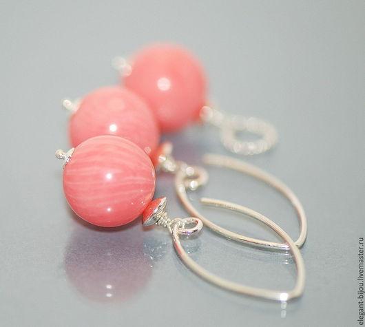 Комплект украшений серьги и кулон серебряные `Коралловый рассвет`; комплект с кораллом; серьги с кораллом; кулон с кораллом; коралловый комплект; серебряный комплект