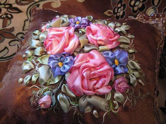 Вышивка лентами розы для подушек
