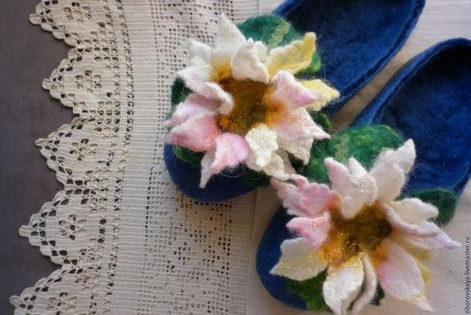 Обувь ручной работы. Ярмарка Мастеров - ручная работа. Купить Тапочки-шлепки валные из шерсти Водяные лилии Клода Моне. Handmade.