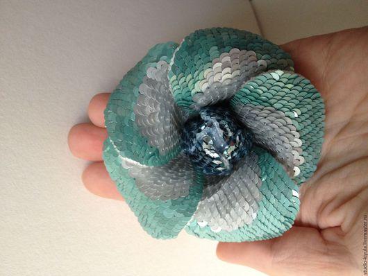 """Броши ручной работы. Ярмарка Мастеров - ручная работа. Купить Брошь 3D цветок из пайеток """"ледяной цветок"""". Handmade. Голубой"""