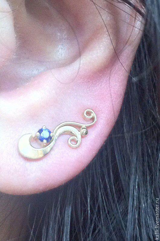 Серьги вдоль уха из розового золота 585 пробы, весом 3.3гр. с натуральными сапфирами.диаметром 2.8мм. Возможно изготовление из золота другой пробы и цвета, с камнями на ваш выбор.