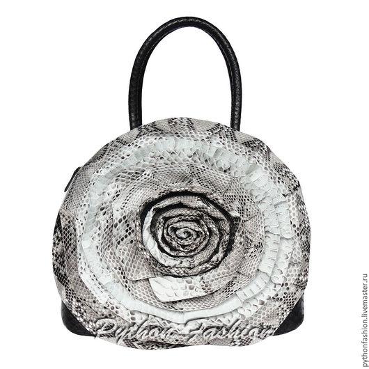Сумка из питона. Стильная дизайнерская сумка из кожи питона. Красивая модная сумка ручной работы из питона. Авторская сумка с розами на заказ. Женская питоновая сумка с розой. Вечерняя сумка с цветами