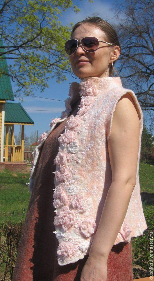 """Жилеты ручной работы. Ярмарка Мастеров - ручная работа. Купить Жилет войлок """"Розовый"""". Handmade. Бледно-розовый, жилет из шерсти"""