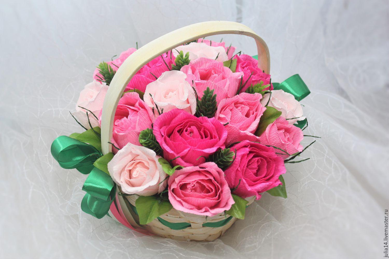 Розы из гофрированной бумаги с рафаэлло