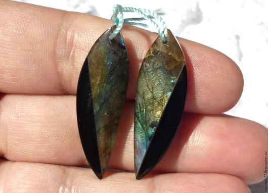 Натуральный Лабрадорит и Обсидиан(черный). подвески пара 35х11х4 мм. Подойдут для изготовления серег,кулонов,колье.
