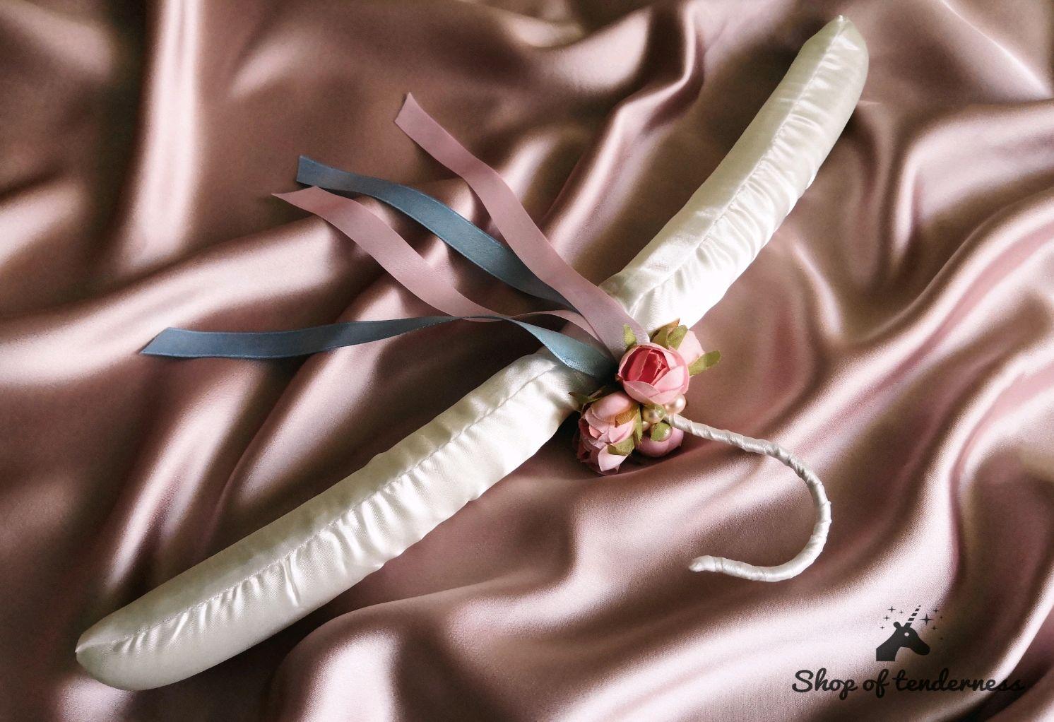 """Подарки на свадьбу ручной работы. Ярмарка Мастеров - ручная работа. Купить Свадебная вешалка """"Нежность"""". Handmade. Вешалка, для девушки"""