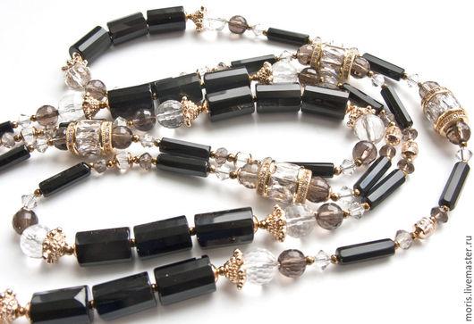 Сотуар из натуральных камней и качественных позолоченных компонентов с кристаллами.