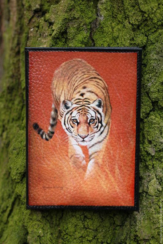 """Обложки ручной работы. Ярмарка Мастеров - ручная работа. Купить Обложка на паспорт """"Хищник"""". Handmade. Тигр, звериная расцветка"""