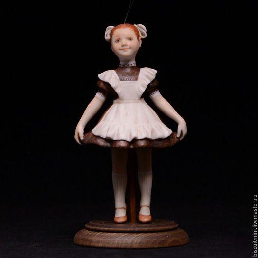 Коллекционные куклы ручной работы. Ярмарка Мастеров - ручная работа. Купить Фарфоровая кукла-колокольчик Рита. Handmade. Разноцветный, школьница
