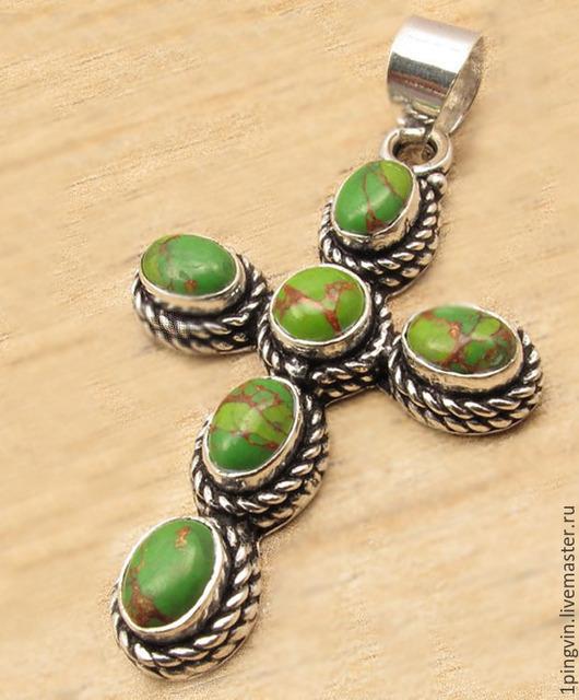Семейная реликвия. Серебряный кулон-крест из медно-зеленой бирюзы