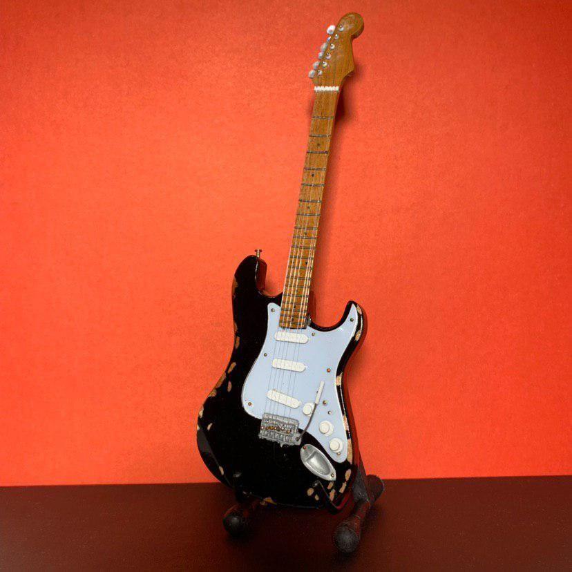 Сувенирная мини гитара Blackie (Eric Clapton), Инструменты, Москва, Фото №1
