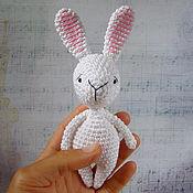 Куклы и игрушки ручной работы. Ярмарка Мастеров - ручная работа Белый зайчик - вязаная игрушка амигуруми. Handmade.