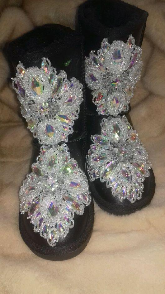 Обувь ручной работы. Ярмарка Мастеров - ручная работа. Купить Угги в стразах. Handmade. Черный, угги в стразах, угги с вышивкой