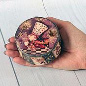 Шкатулки ручной работы. Ярмарка Мастеров - ручная работа Шкатулка для украшений, круглая шкатулка Алиса в стране чудес. Handmade.