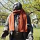 шерстяной двусторонний шарф со жгутами.   Длина шарфа достаточная, чтобы свободно обернуть его вокруг шеи.