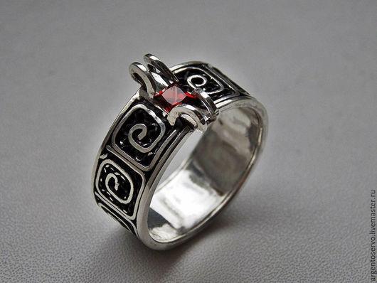 Кольцо в серебре `Лабиринт страсти`,выполненный в технике филигрань с натуральными вставками: гранат,изумруд  и турмалин.  Выбор камней по Вашему вкусу и желанию.