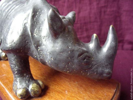 Статуэтки ручной работы. Ярмарка Мастеров - ручная работа. Купить черный носорог на подставке. Handmade. Черный, украшение для интерьера, животное