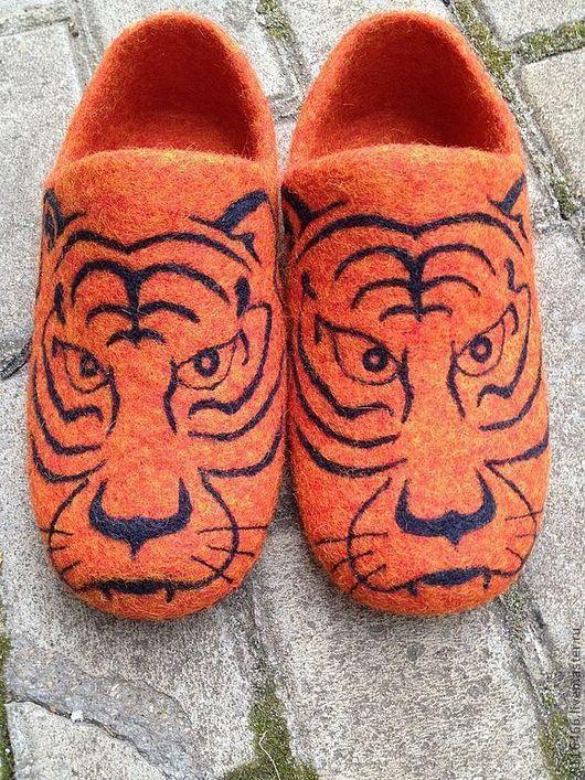 """Обувь ручной работы. Ярмарка Мастеров - ручная работа. Купить домашние валяные тапочки из натуральной шерсти """"Тигры"""". Handmade. Рыжий"""