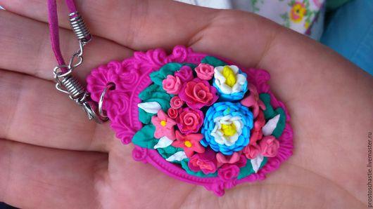Купить кулон `Розовый сад`. Необычные розы и лилии прекрасный подарок и оригинальное украшение.