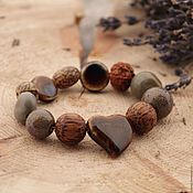 Браслет из бусин ручной работы. Ярмарка Мастеров - ручная работа Браслет керамический с бусинами из дерева и семян в коричневых тонах. Handmade.
