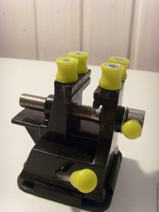 Другие виды рукоделия ручной работы. Ярмарка Мастеров - ручная работа. Купить Мини тиски на присоске. Handmade. Черный, метал