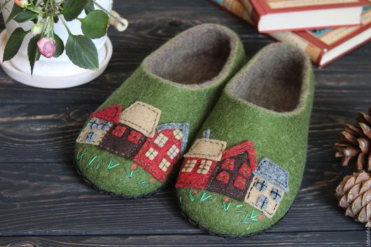 Обувь ручной работы. Ярмарка Мастеров - ручная работа. Купить Весна в городе. Handmade. Тёмно-зелёный, тапочки, тапочки из войлока