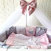 Комплекты одежды ручной работы. Ярмарка Мастеров - ручная работа Комплект в детскую кроватку. Handmade.