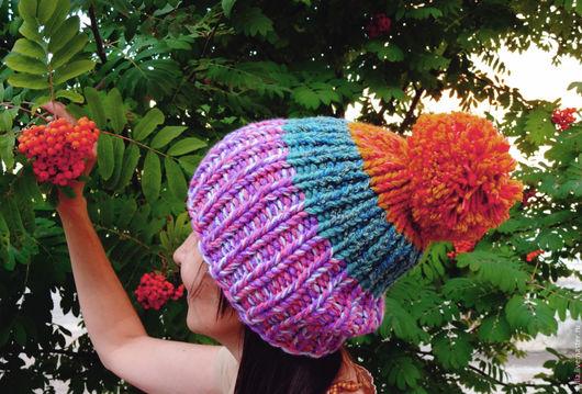 Шапки ручной работы. Ярмарка Мастеров - ручная работа. Купить Разноцветная шапка вязаная с помпоном из толстой пряжи.. Handmade.