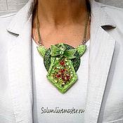 Кулон Зеленая стрекоза  из полимерной глины  и стекла