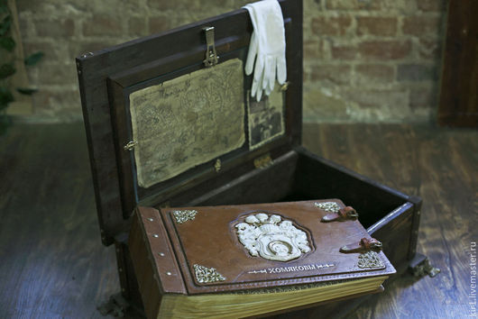 Персональные подарки ручной работы. Ярмарка Мастеров - ручная работа. Купить Родовая книга /фотоальбом в ларце с потайным дном. Handmade.