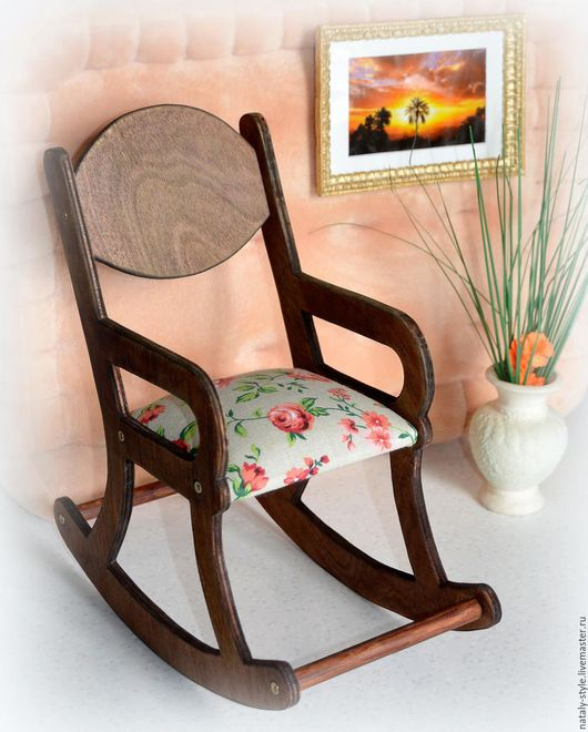 Кресло-качалка с мягким сиденьем, цвет окраски и ткань по выбору, цена 800р