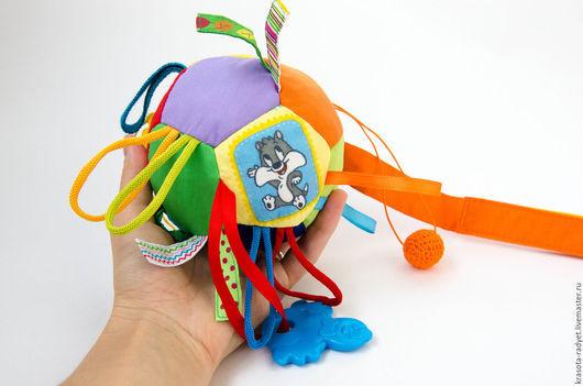 Развивающие игрушки ручной работы. Ярмарка Мастеров - ручная работа. Купить Развивающий мячик 0+. Handmade. Разноцветный, развивающие игрушки